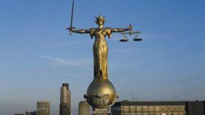 Статуя Правосудия на крыше Old Bailey.